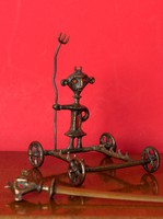 Muharos Lajos iparművészeti bronz figura tolltartó, levélbontó késtartó. Hozzá tartozó késsel!