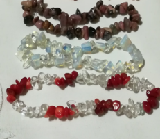 Korall cseresznye és  rózsakvarccal , rodokrozit,opalit és hegyikristály karallal,ásvány karkötő.
