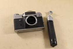 Fényképezőgép és állvány 356