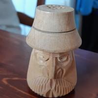 Sószóró, borsszóró fafaragás székely bácsi