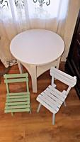 Frissen felújított ,régi, világoskék és zöld színű gyerek székek, babaszobába.