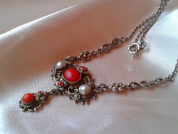 Vörös korall és gyöngy ezüst collier