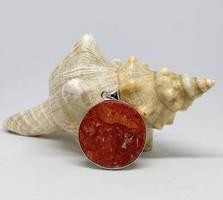 Vörös korall ásvány medál, ezüst színű foglalatban