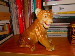 Oroszlánkölyök vitrin figura   Royal Dux?  porcelán