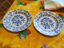 Hagyma mintás porcelán tányér és egyebek