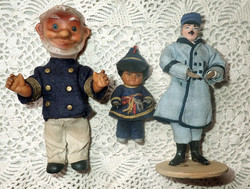 Nagyon régi antik gumi baba játék + kézzel készített egyenruhás férfi + ajándék horgolt terítő