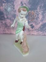 Aquincum nyuszival játszó kisfiú