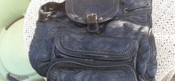 Uniszex bőr hátizsák a 90-es évekből
