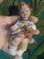 10 cm-es , retro , kerámia kislány az Iparművészeti vállalat jelzésével , szinte újszerű állapotban