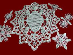 6 db nagyon régi zsinór horgolással készült különleges vert csipke terítő drapp színben