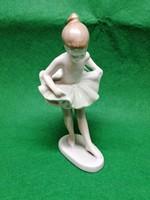 Hollóházi balerina szobor
