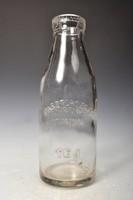 Retró fél literes tejesüveg, domború felirattal, 1960-as évek.