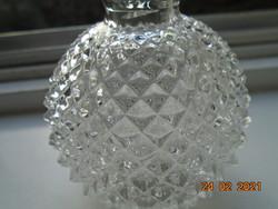 Dombor lépcsőzetes csiszolatokkal teljes felületén, gömb palack