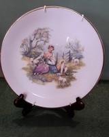 Romantikus jelenetes porcelán tányér akasztóval 1.