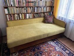 Egyedi art deco / bauhaus könyvespolccal egybeépített kanapé