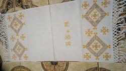 Hímzett  maderiás vászon terítő 110*47 cm