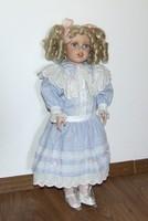 Vadonatúj, gyönyörűséges, nagyobb méretű kislány porcelánbaba, porcelán baba