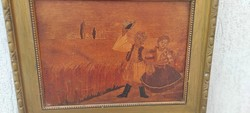 Intarzia kép, keretben,jelenetes népviseletbe öltözött leàny,és fiú,gabonamezőba hàttérben!