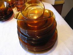 Borostyán üveg tányérok 8+6 14 db