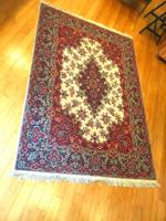 Hibátlan állapotú klasszik gépi perzsa szőnyeg