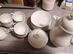 Fehér herendi kávés készlet eladó tökéletes állapotban.  6 csésze alátéttel, tejkiöntővel, kannával