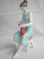 Hollóházi porcelán paprikafűző nő