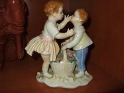 ENSZ porcelán figura