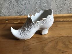 Fehér kis porcelán cipő alakú kaspó ?