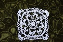 Horgolt csipke kézimunka lakástextil dekoráció kis méretű terítő 10 x 10 cm
