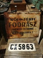 Fodrász tábla, régi fém tábla, patinás festett tábla dekorációnak