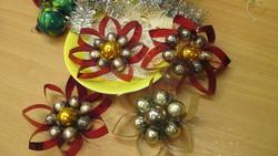 Karácsonyfadisz szett- virágos gyöngyös diszek