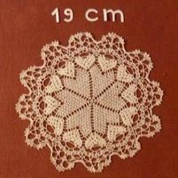 Kerek fehér, horgolt kis terítő, vitrin terítő, vitrinkendő, 19 cm