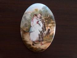 Ovális alakú festett porcelán zsáner kép, kopott