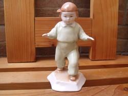 Zsolnay  gyerek figura