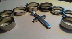 8 db nemes acélgyűrű+ egy nemesacél kereeszt