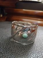 Ezüst szalvétagyűrű  kerék forma eredeti kővel.800 - ás finomság.