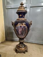 Barokk stílusú porcelán váza-urna Napoleont ábrázoló- bronz díszítéssel,aranyozással