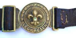 Eredeti liliomos sajtolt  bronz csatos marhabőr cserkész öv, derékszíj  a 30-as évekből-Légy résen!