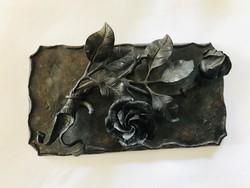 Bronz kisplasztika ,levélnehezék