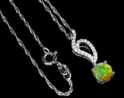 925 ös ezüst medál etióp nemes opállal és cirkoniával