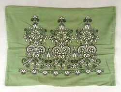 1C302 Hímzett zöld vászon párnahuzat 42 x 58 cm