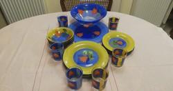 Nagyon szép Francia kék-sárga üveg tányérkészlet, aljukon különleges virág díszítéssel, 6 db pohár