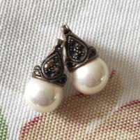 Ezüst gyűrű markazit kövekkel és gyönggyel