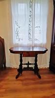 Eladó gyönyörű, antik, ó-német asztal,lerakó, szép faragásokkal.