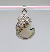 Opál csepp cabochon, tibeti ezüst páva foglalatú medál