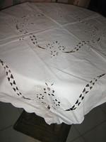 Csodaszép madeira hímzett különleges fehér terítő