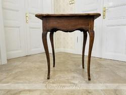 Provinciális 18.sz.-i magyar barokk kisasztal