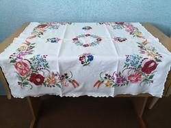 Kézzel hímzett retro kalocsai mintás hibátlan asztalterítő, terítő