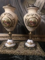 Francia jelenetes bronzberakásos lámpatest pár.