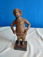 Kalapos ember fa szobor Spanyol Ouro